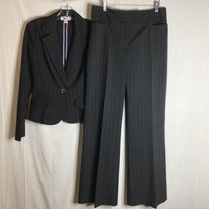 Ally B. 2 pc Pant Suit. Jacket Size: M. Pa…